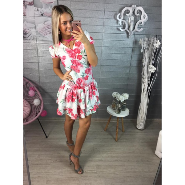 Krásné růžové šaty s květy