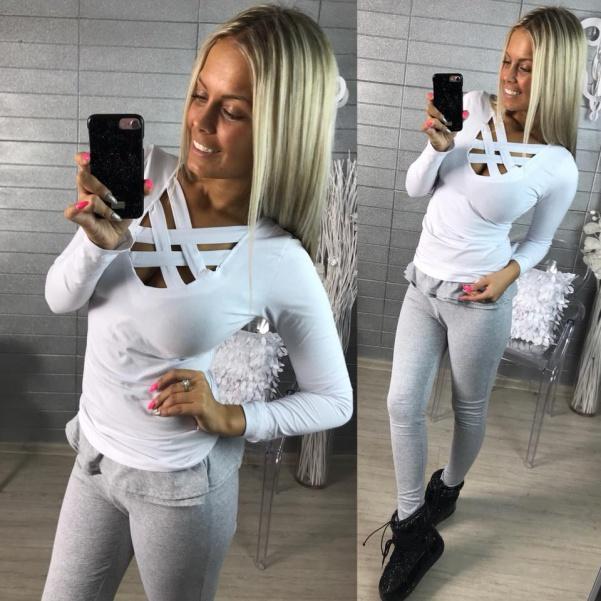 Oblíbené bílé tričko s křížením