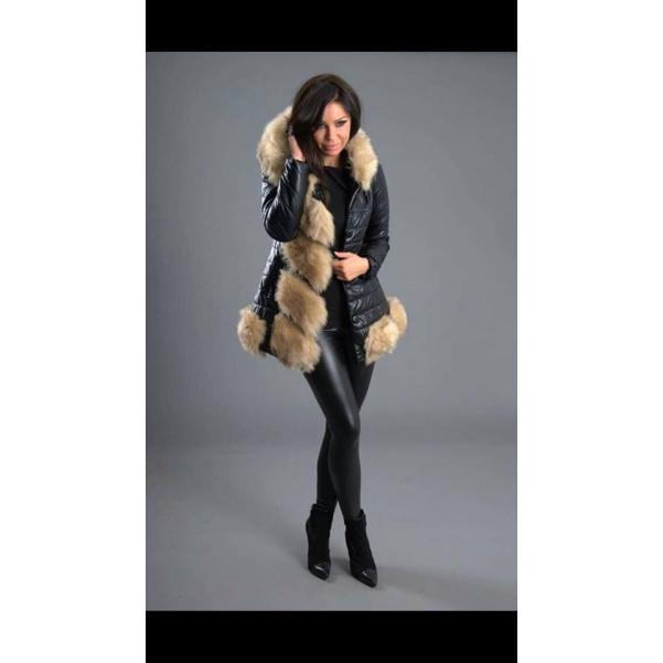 Krásny kabátek s bohatou kožešinkou