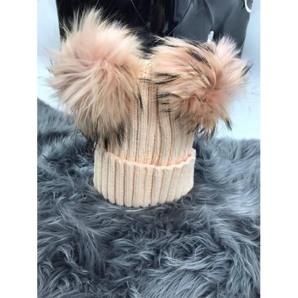 Meruňková čepice s bambulkama