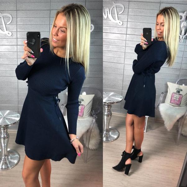 Svetříkové šaty s bočním vázáním - tm. modré