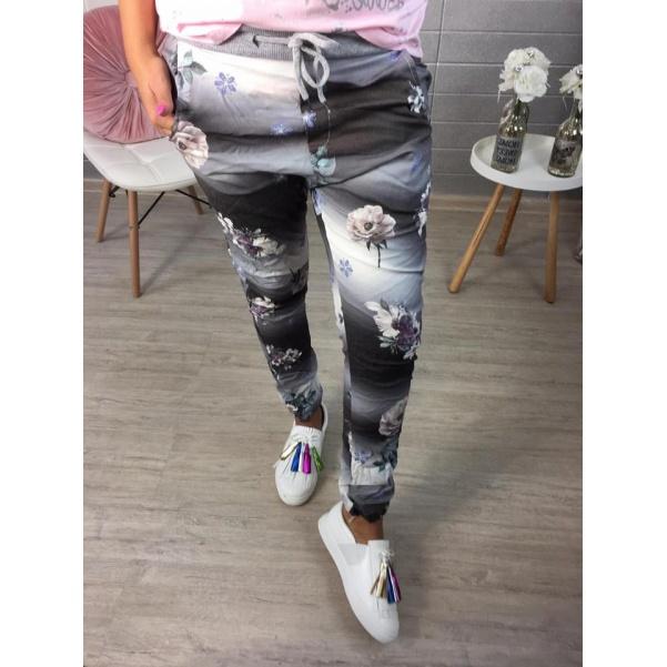 Květinkované tmavší  elastické kalhoty