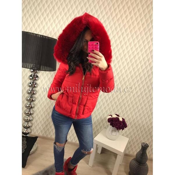 Červená bundička s kožíškem