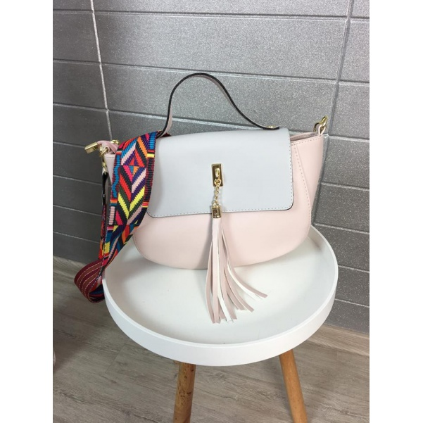 Růžová kabelka se střapcem