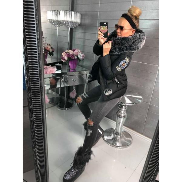Luxusní černá bundička s nášivkama a bohatým kožíškem