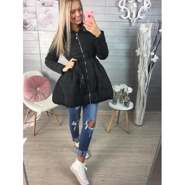 Černý jarní kabátek s velkou suničkou